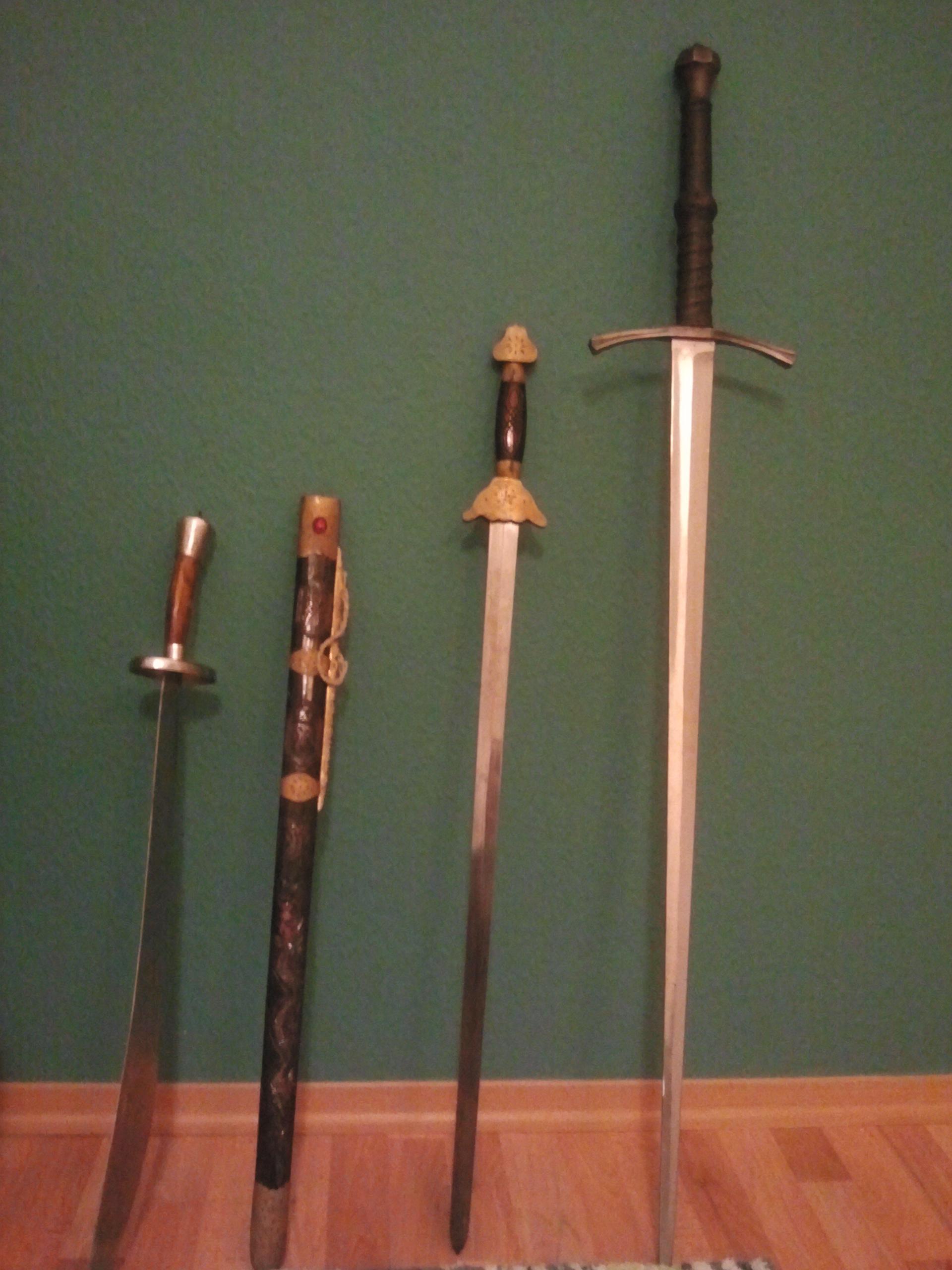 """""""Steck die Waffe weg!"""", HerrFenrisWolfs Schwerter """"Put away your weapon!"""", HerrFenrisWolf's swords"""